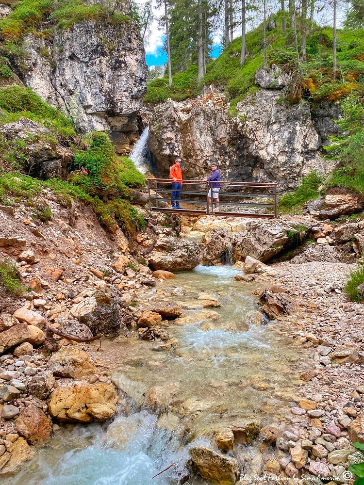 A trilha Gores de federa é maravilhosa e facilmente percorrível. Na foto, de laraja, podemos ver o nosso guia alpino, Simone Corte, um dos idealizadores da trilha.