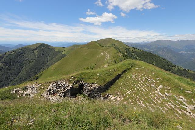 Il Monte di Tremezzo e una trincea