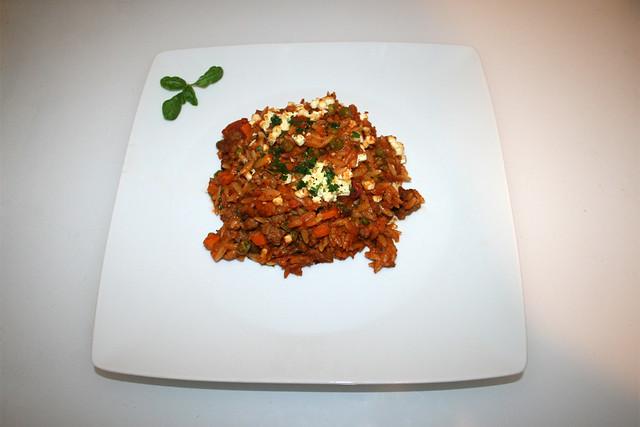 34 - Greek kritharaki casserole with feta - Served / Griechischer Kritharaki-Hack-Auflauf mit Feta - Serviert
