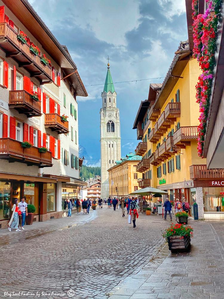Olha só que charme o centro de Cortina D'Ampezzo na linda Corso Italia