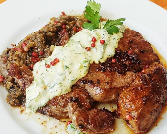 #080820 #almoço #bife de costela grelhado #pate de berinjela #maionese caseira #lunch #grilled #steak #eggplant #homemade #mayonnaise