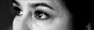 Existe um Olhar: Pensativa