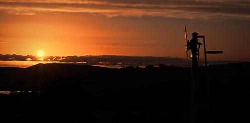dta1320 uk united kingdom gb great britain england nikon z7 train railway railroad august 2020 chapelenlefrith derbyshire sunset sun signal semaphore dusk