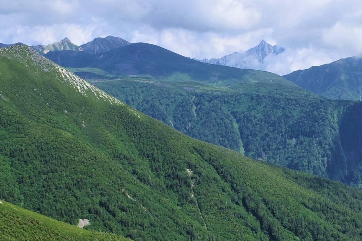 薬師岳から眺める槍ヶ岳と雲ノ平