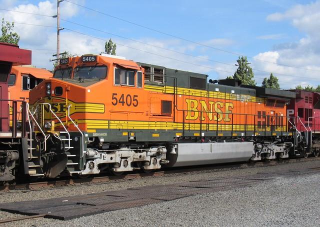 BNSF 5405 Dash9-44CW