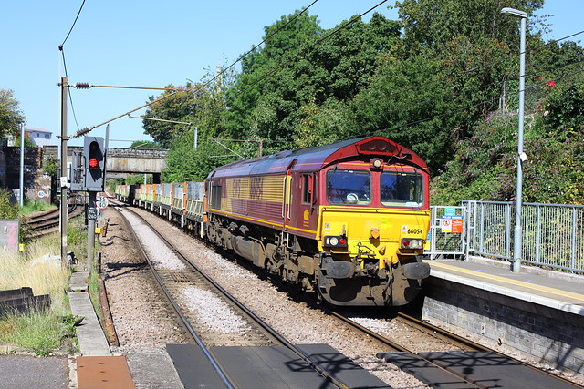 66054 at Dalston Kingsland; NLL - 6L69