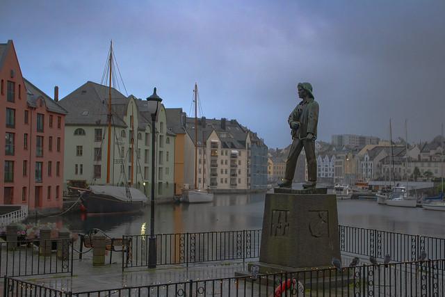 Alesund Statue