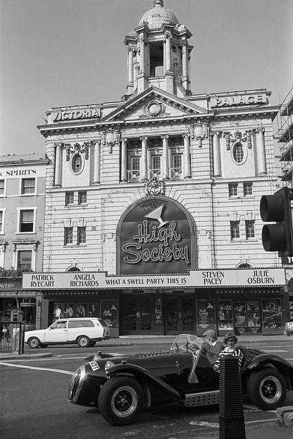 Victoria Palace, theatre, Victoria St, Victoria, Westminster, 1987 87-9g-25-positive_2400