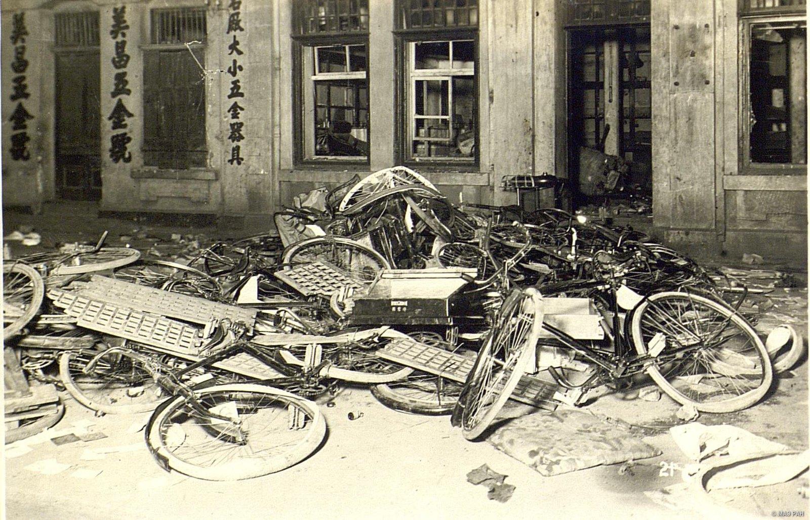 Велосипедная мастерская в японском квартале, разгромленная восставшими кули