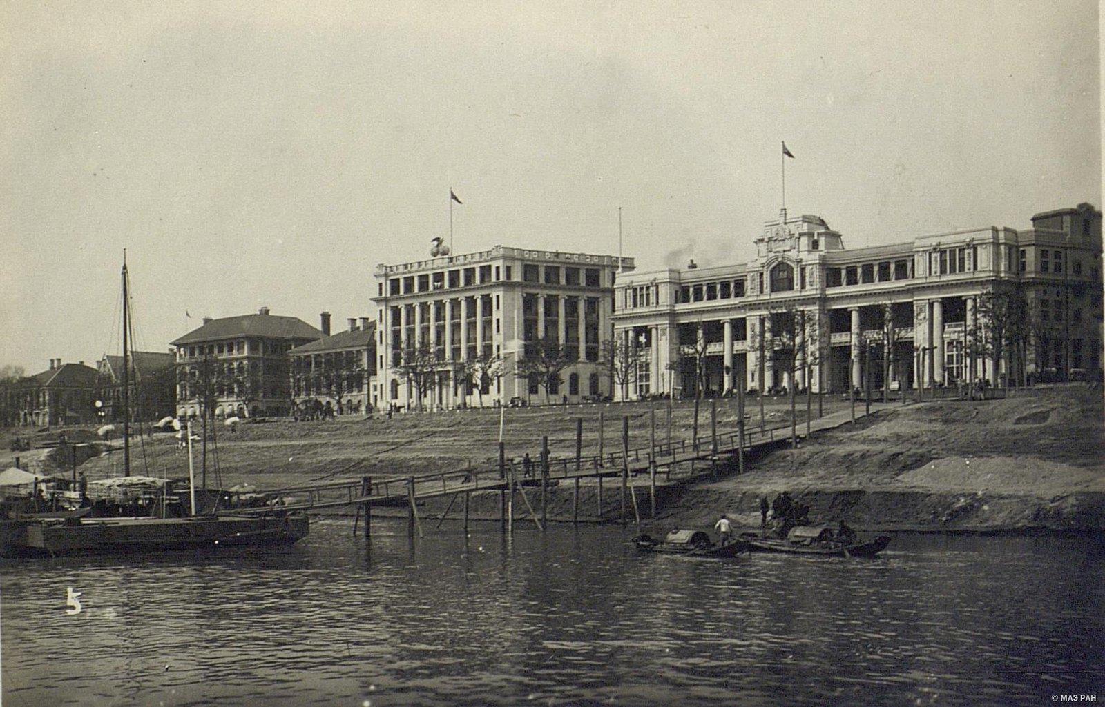 Здания английской концессии на набережной реки Янцзы