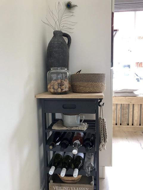 Trolley wijnflessen pot met walnoten