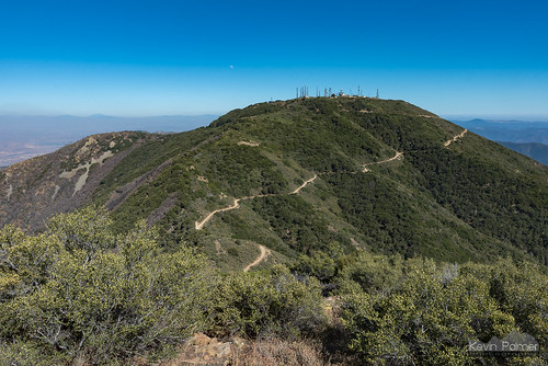 july summer nikond750 california orangecounty evening santaanamountains clevelandnationalforest modjeskapeak santiagopeak radiotowers sunny blue sky tamron2470mmf28