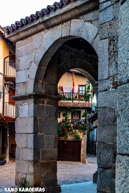San Martin Del Castañar, arco de la iglesia