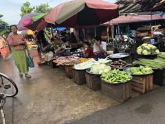 ローカル市場でお買い物 (5)