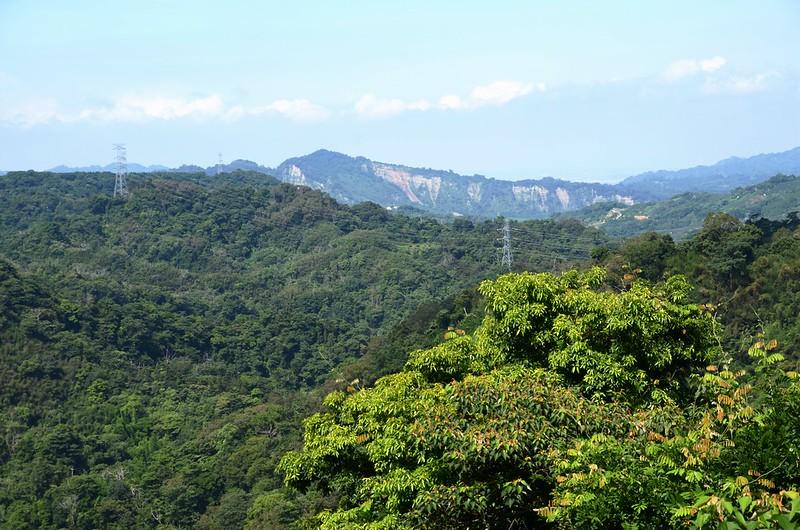象山稜線西南遠眺吊神山