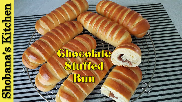Super Soft Chocolate Buns / சாக்லேட் பணிஸ் / Chocolate Stuffed Bun Recipe / Shobanas Kitchen