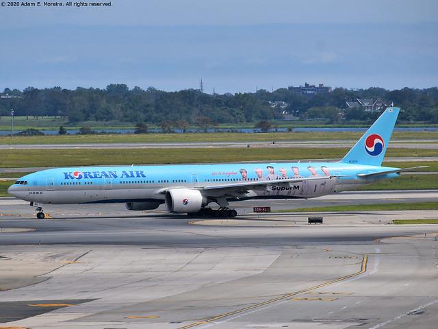 HL8010 (Korean Air - SuperM livery)