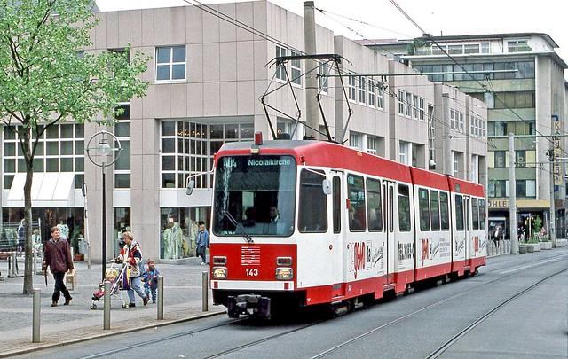 DSW Dortmund: Car 143 southbound on Hansastrasse, Route 404