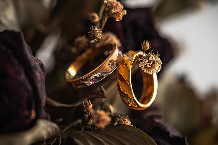 Tips for Wearing Gold Accessories