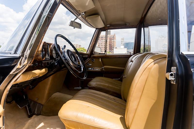 Mercedes-600-LWB-Pullman-15