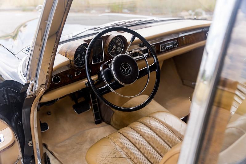 Mercedes-600-LWB-Pullman-14