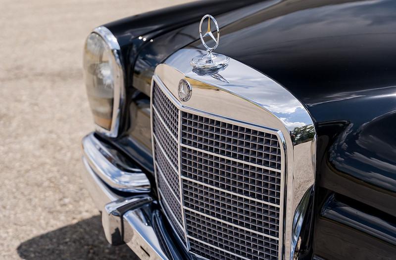 Mercedes-600-LWB-Pullman-2