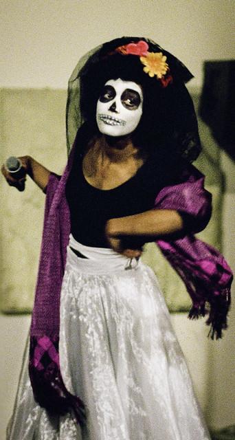 Los Muertos Singer