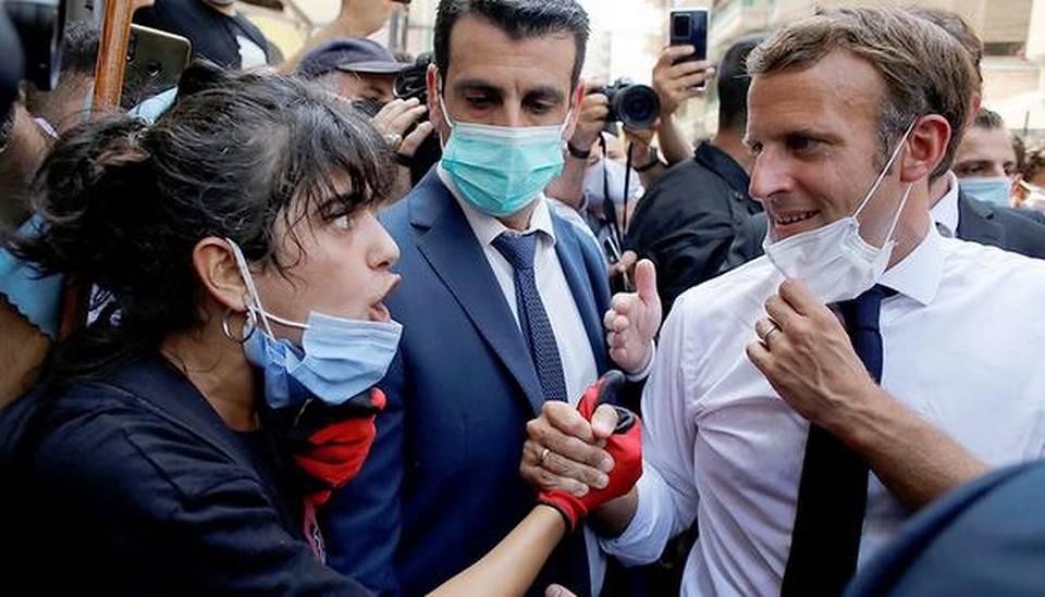 法國總統馬克宏於大爆炸後前往黎巴嫩勘災。(圖片來源:美聯社)