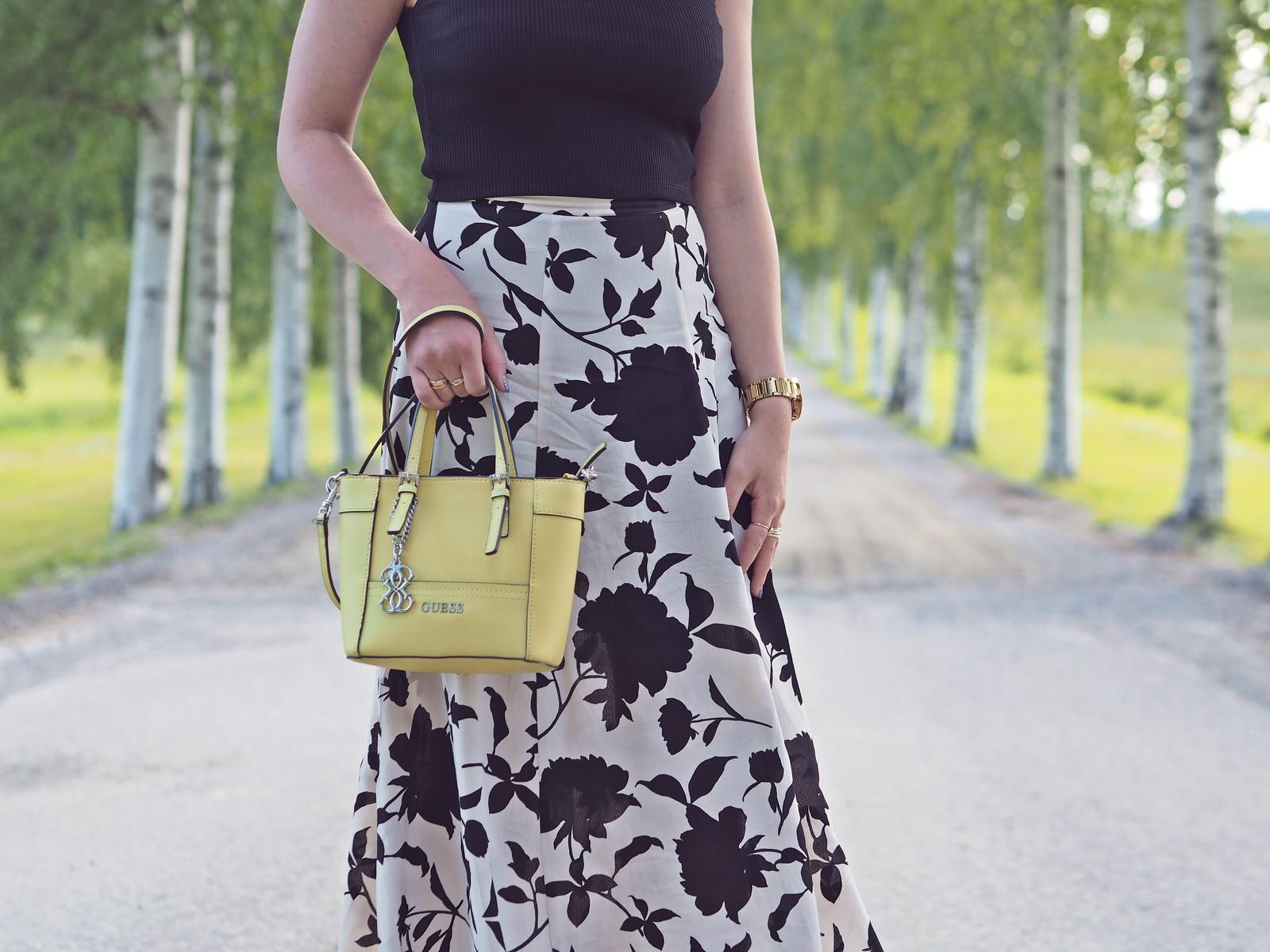 keltainen guess mini laukku