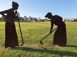 Sculpture of female convict working at Eagle Farm