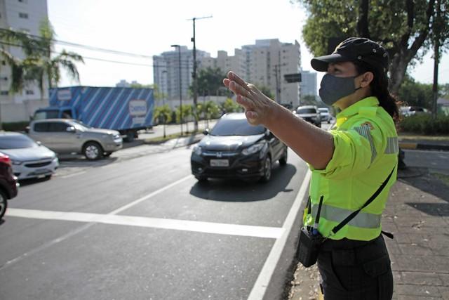 Agentes de trânsito 11.08.20.Mudança de fluxo Av. São Jorge