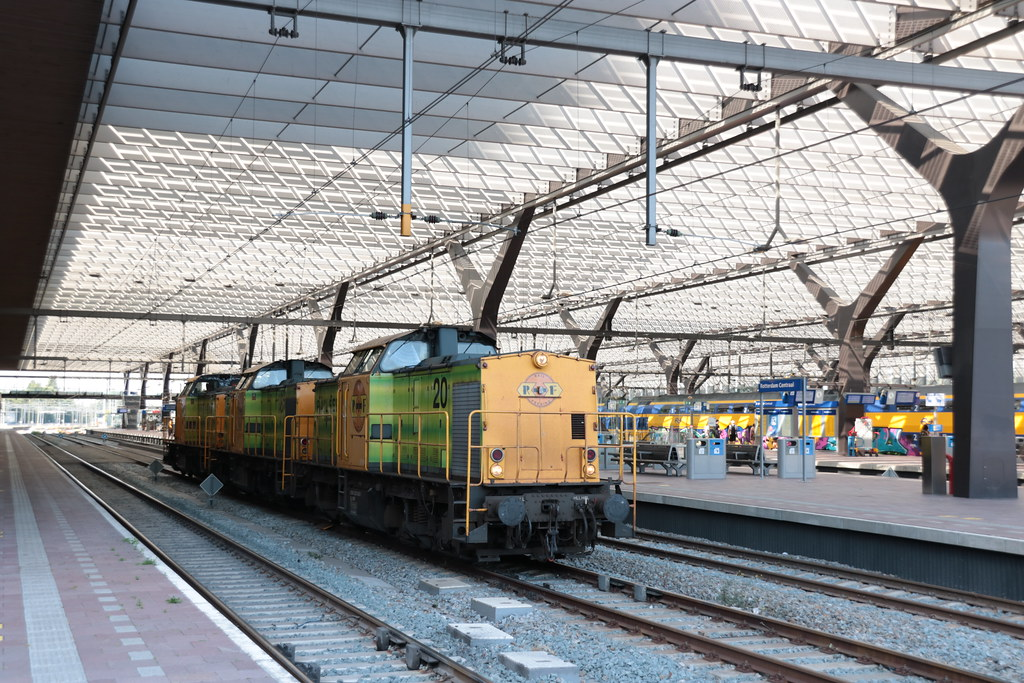 RRF 20 18 en 23 te Rotterdam Centraal