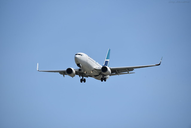 WestJet 737 Landing