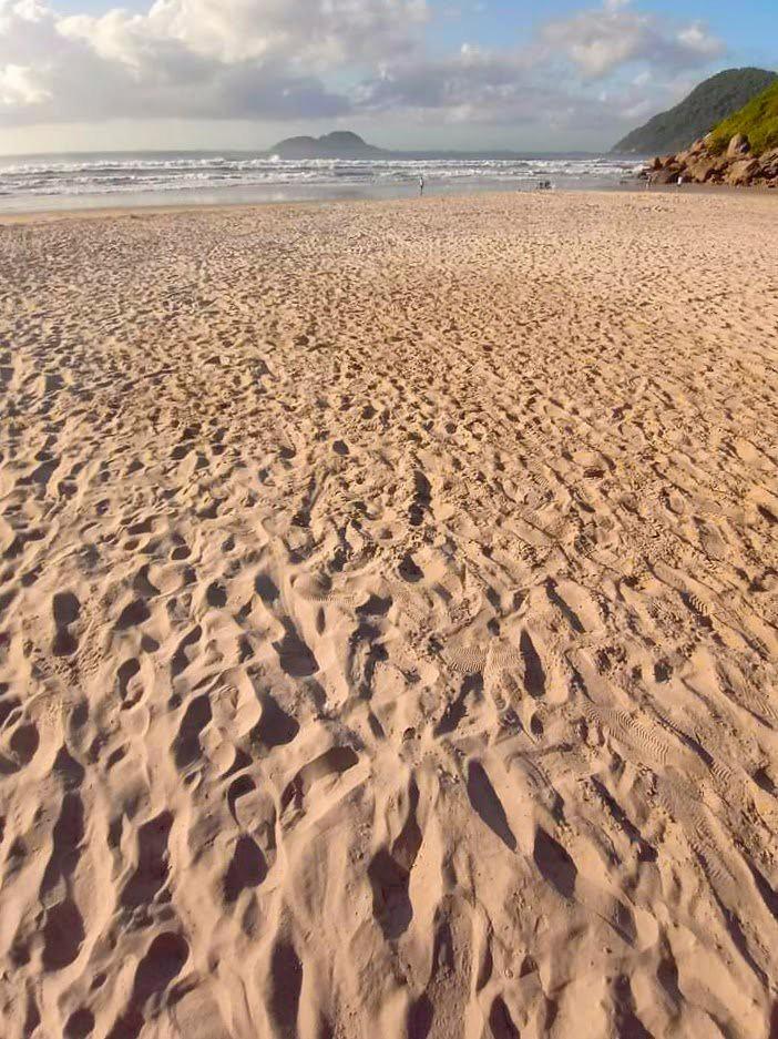 Areia no Guarujá.
