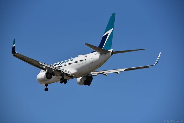 WestJet 737 Landing - 4