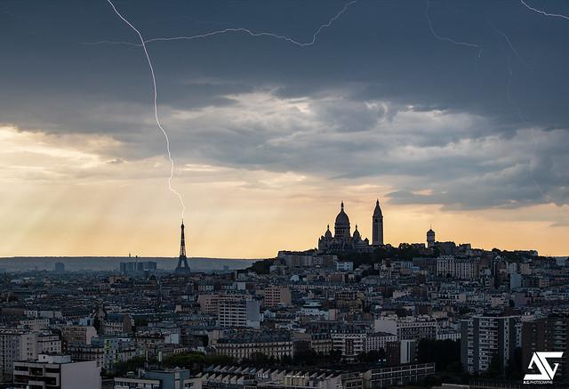Impact de foudre sur la Tour Eiffel 11-08-2020 17h48