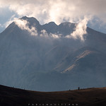 4. Oktoober 2019 - 17:30 - The clouds play with the peaks, they seem to crown this mountain of the Dolomites and at the same time wrap it in a mysterious aura.  Les nuages jouent avec les sommets, ils semblent couronner cette montagne des Dolomites et l'enveloppent en même temps d'un petit air mystérieux.