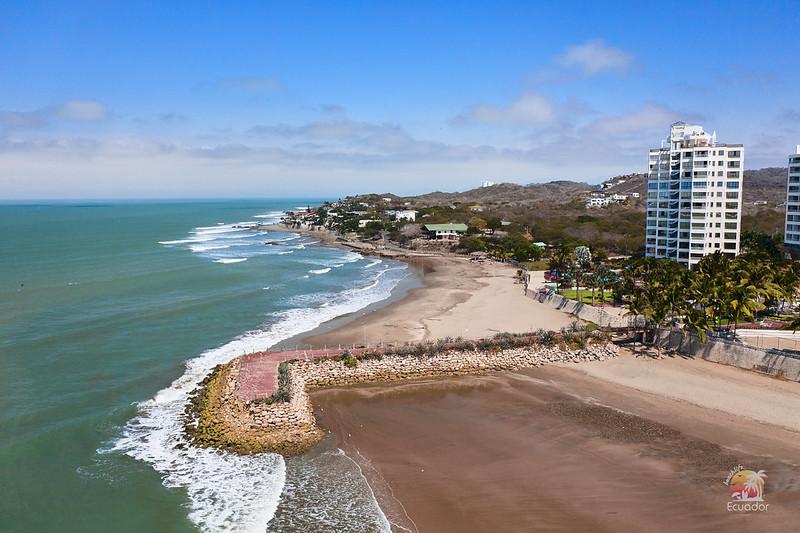 Rompeolas entre Playa Chabela y Humboldt