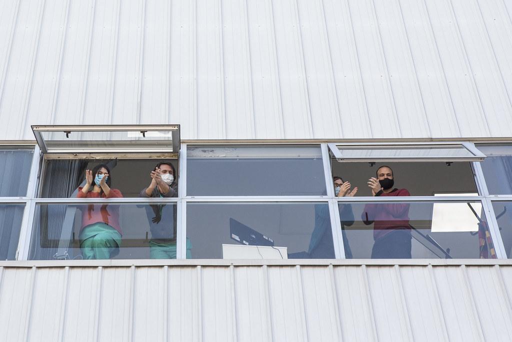 Pacientes recuperados abandonan el Centro de Aislamiento en el Parque Tecnópolis