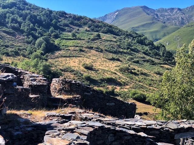 Castro de Chano en el valle de Fornela (Ancares leoneses)