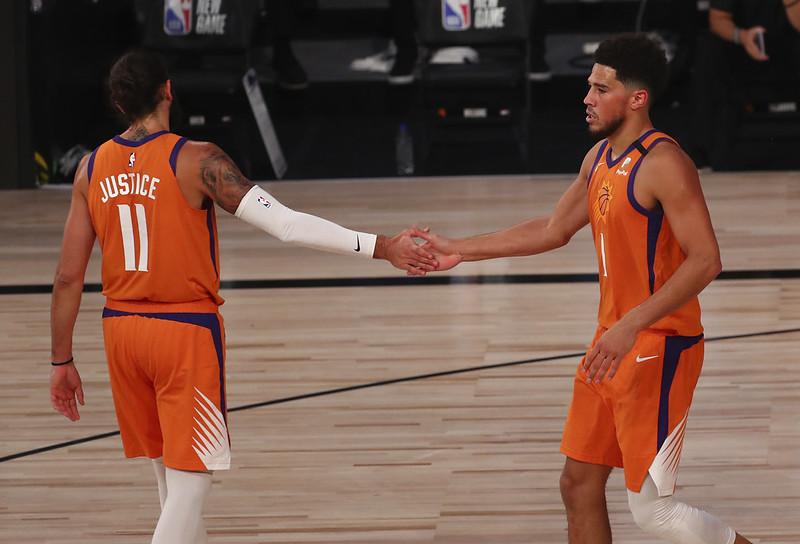 Devin Booker(右)與Ricky Rubio(左)。(達志影像資料照)