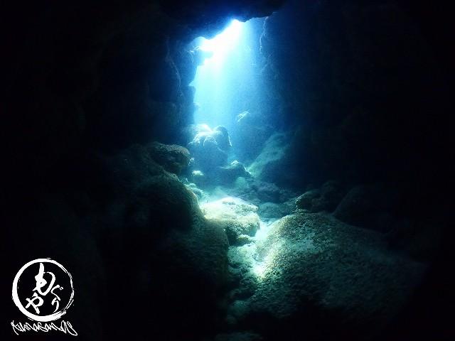 洞窟の中の光がとっても綺麗でした。