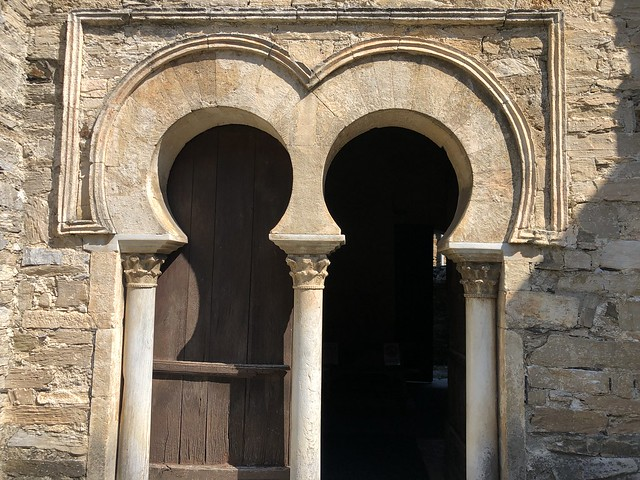 Arcos de herradura en la iglesia de Santiago de Peñalba