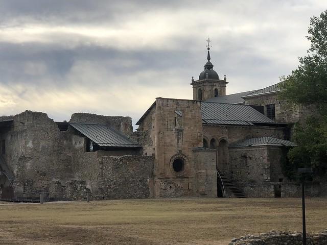 Monasterio de Santa María de Carracedo (El Bierzo, León)
