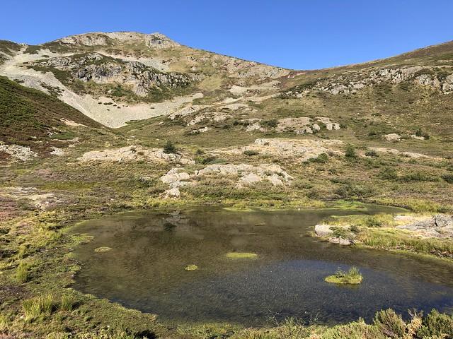 Uno de los lagos de Villouso (Ancares leoneses, El Bierzo)