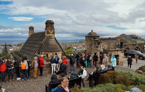 Edinburgh Castle usual crowd