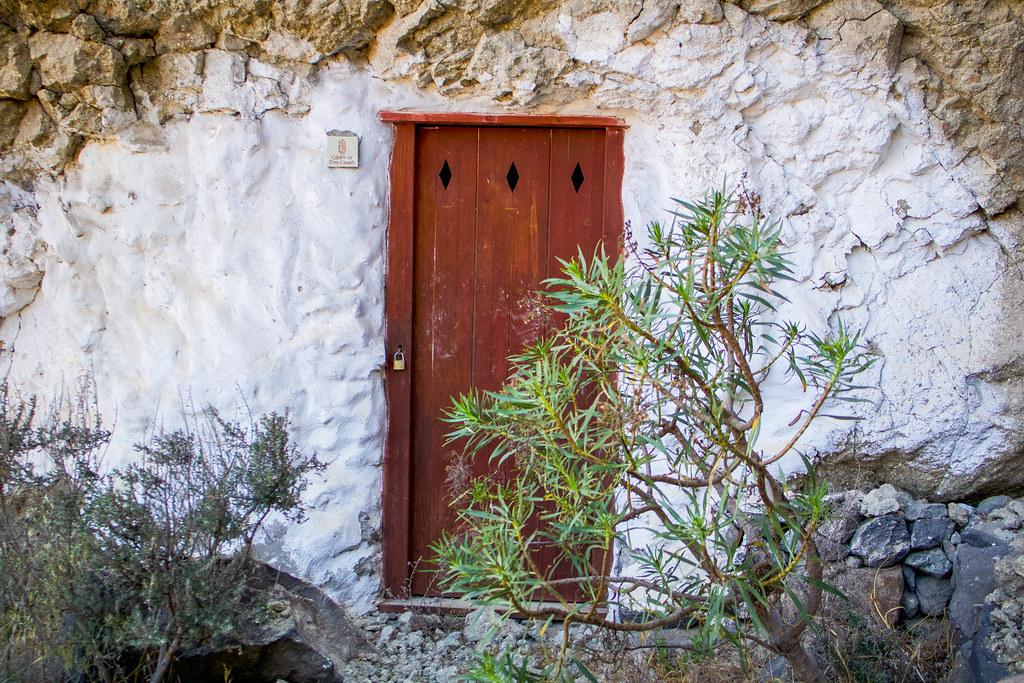 Entrada de una casa en Artenara