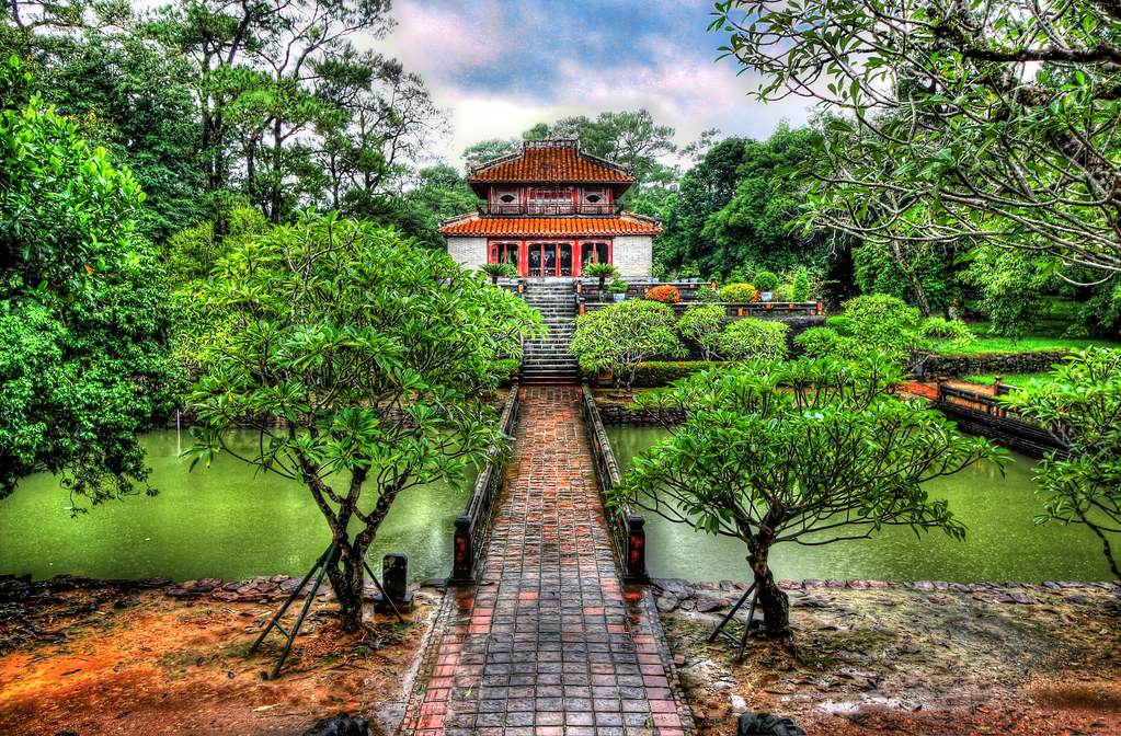 Huế VN - Mausoleum of King Minh Mang 13