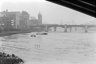 River Thames, foreshore, Blackfriars, downstream, City, 1987 87-10o-63-positive_2400