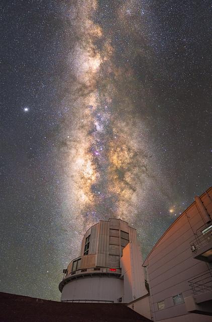 Milky Way core over Subaru Telescope